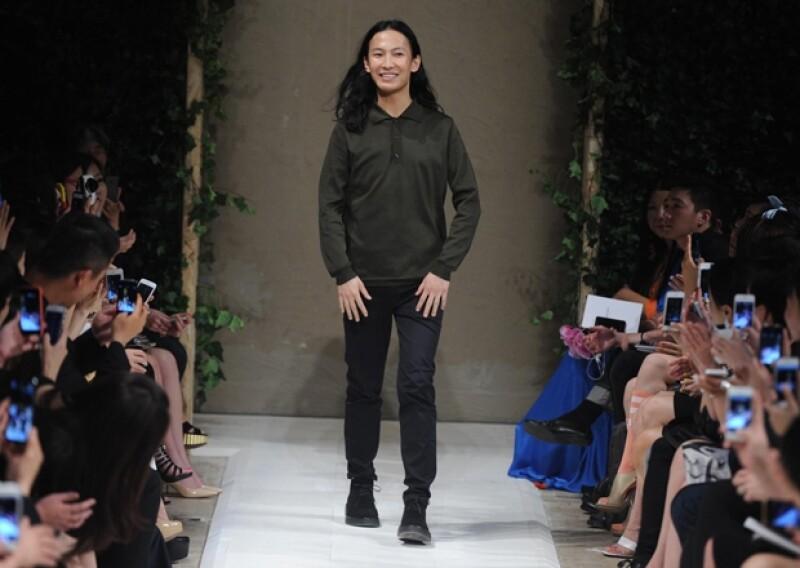 """La colaboración del diseñador para H&M fue un éxito redondo del """"fast fashion"""". Estas famosas han sido captadas con la famosa sudadera de transparencias """"Parental Advisory Explicit Content""""."""