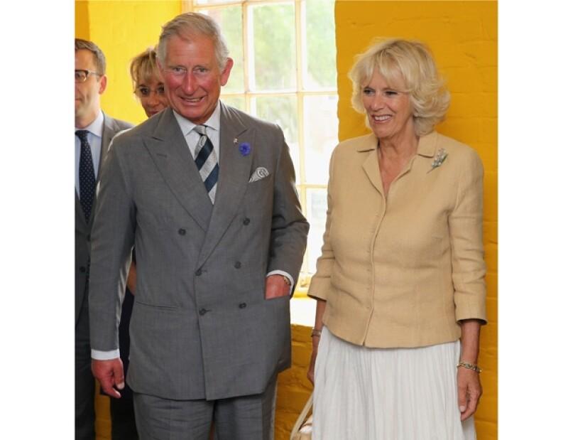 """El heredero a la corona británica desea que el príncipe George se refiera a él como """"abuelo"""". Por su parte, Camila asegura que el bebé todavía no se parece a nadie."""
