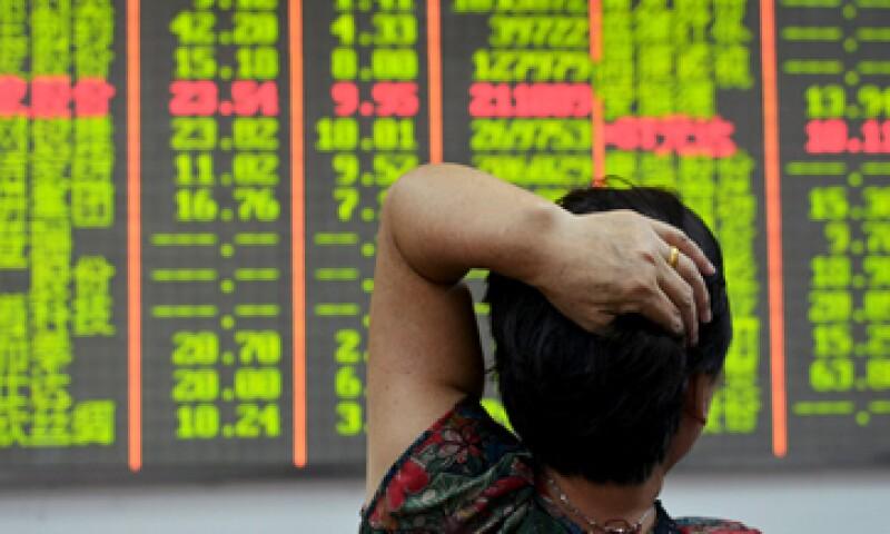La plaza de Shanghái llegó a perder 5.06% este miércoles. (Foto: Reuters )