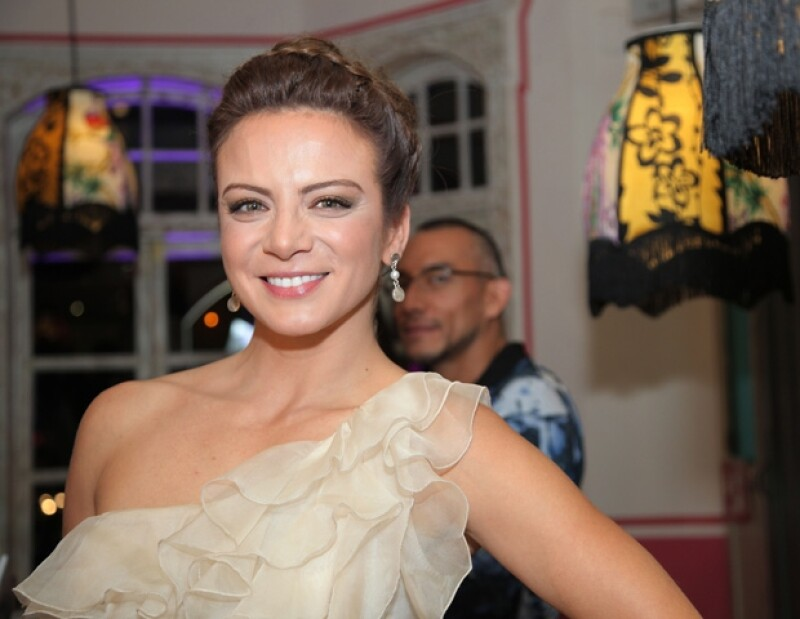 Silvia Navarro disfrutó de la compañía de sus familiares y amigos, con los que bailó, cantó, comió y bebió, en una fiesta muy divertida.