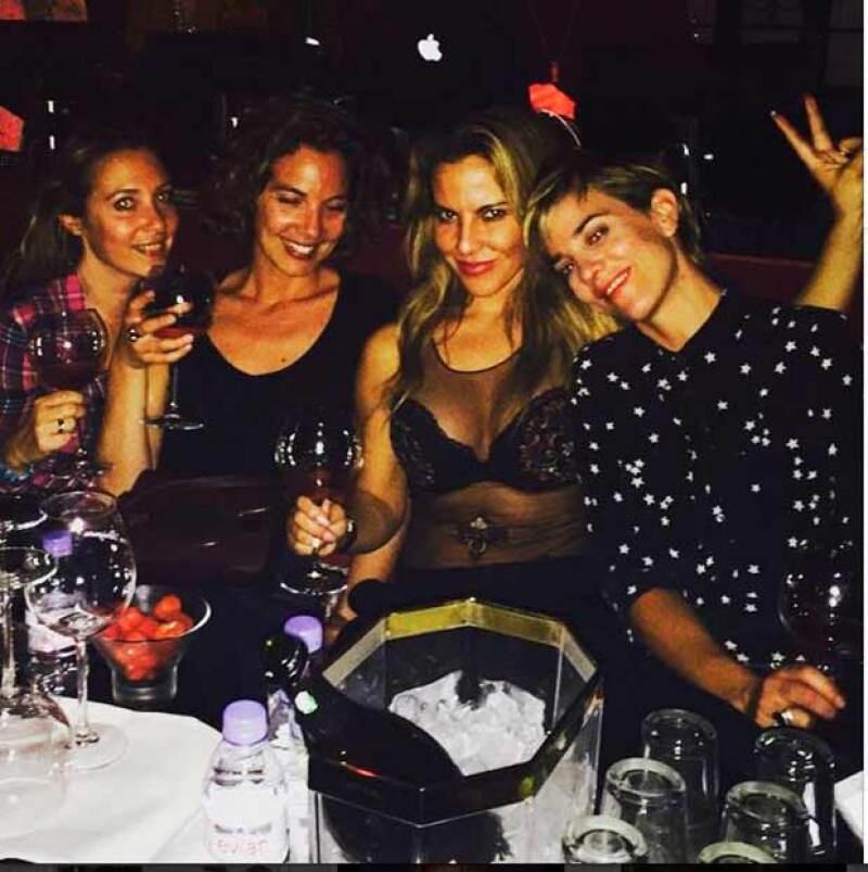 Kate se reunió a celebrar con algunas amigas en París.