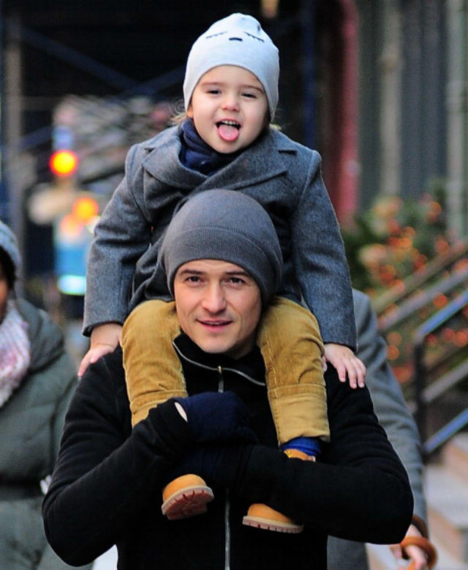 Orlando Bloom disfruta de pasear en Nueva York con su adorable hijo Flynn.