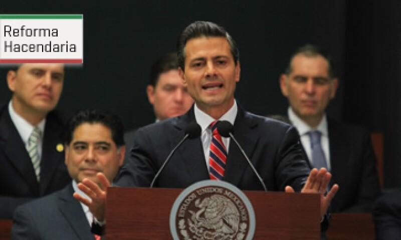 El presidente Enrique Peña Nieto propone aplicar más impuestos a contribuyentes cautivos y a empresas. (Foto: Notimex)