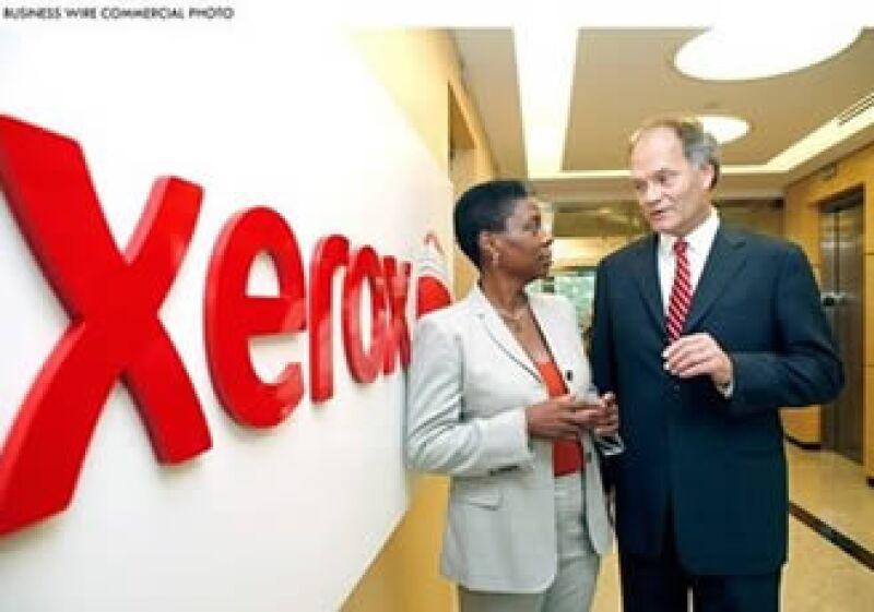 Ursula Burns, CEO de Xerox, sostuvo un encuentro con su homólogo en ACS, Lynn Blodgett. (Foto: AP)