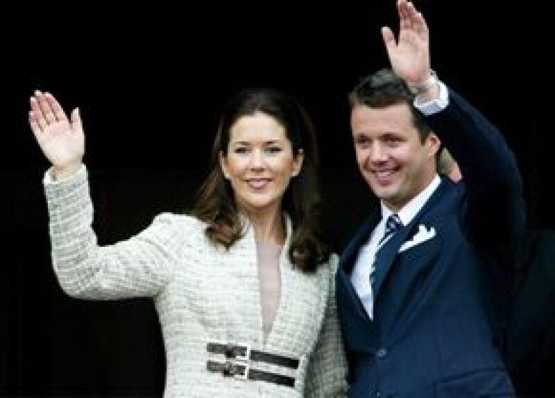Federico y María de Dinamarca tuvieron que abandonar el avión donde viajaban.