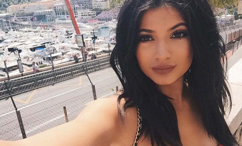 Kylie parece habernos demostrado su verdadero talento como pop star...¿o no? Además, George Clooney y sus pranks a la elite de Hollywood y la niña de Twilight nos sorprende con su transformación.