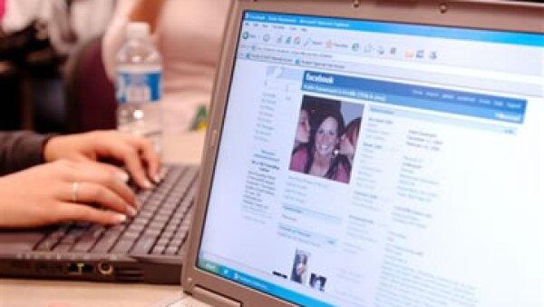 Una universidad tomó información de varios usuarios a través de la aplicación de Facebook para calcular su número de Seguridad Social. (Foto: AP)