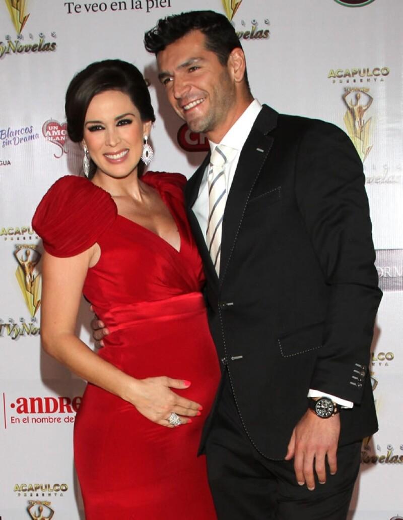 Jacky y Martin con cinco meses de embarazo.