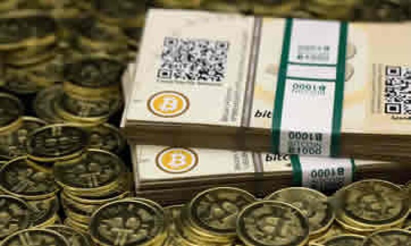 Desde que Apple eliminó de su tienda de aplicaciones un monedero digital de bitcóin, la divisa ha caído de 900 dólares a 618 dólares. (Foto: Reuters)
