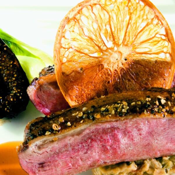El exquisito robalo en Saffron se sirve en el restaurante de todos los hoteles de la cadena Banyan Tree, y el de Acapulco no es la excepción.