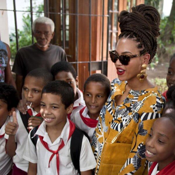 La cantante convivió en todo momento con la gente. Llevaba un estilo bastante `ad hoc´con la cultura del país.
