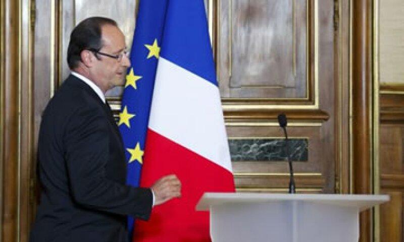 De acuerdo con la prensa francesa, Hollande respaldaría la unión fiscal si Merkel acuerda un pacto de crecimiento. (Foto: Reuters)