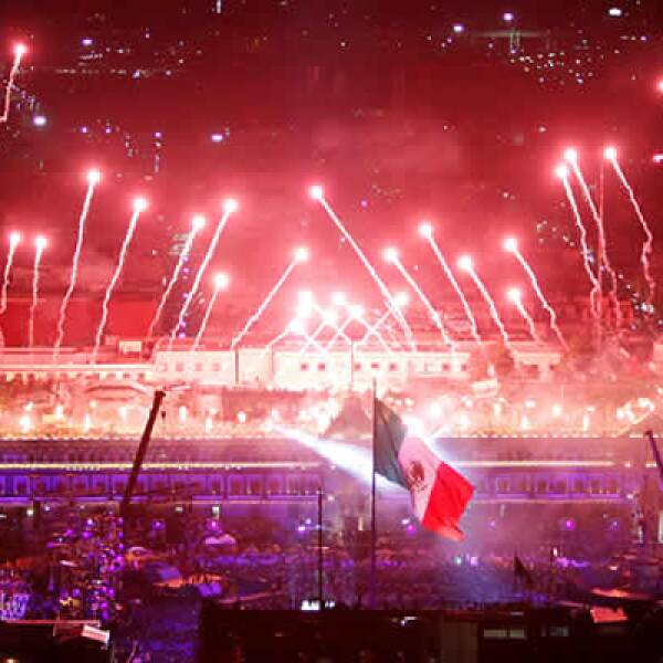 El Zócalo capitalino congregó a más de 100,000 personas, según fuentes oficiales del gobierno del DF.