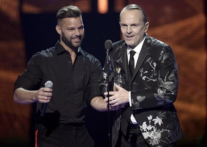 Ricky Martin y el también homenajeado de la noche, Miguel Bosé.