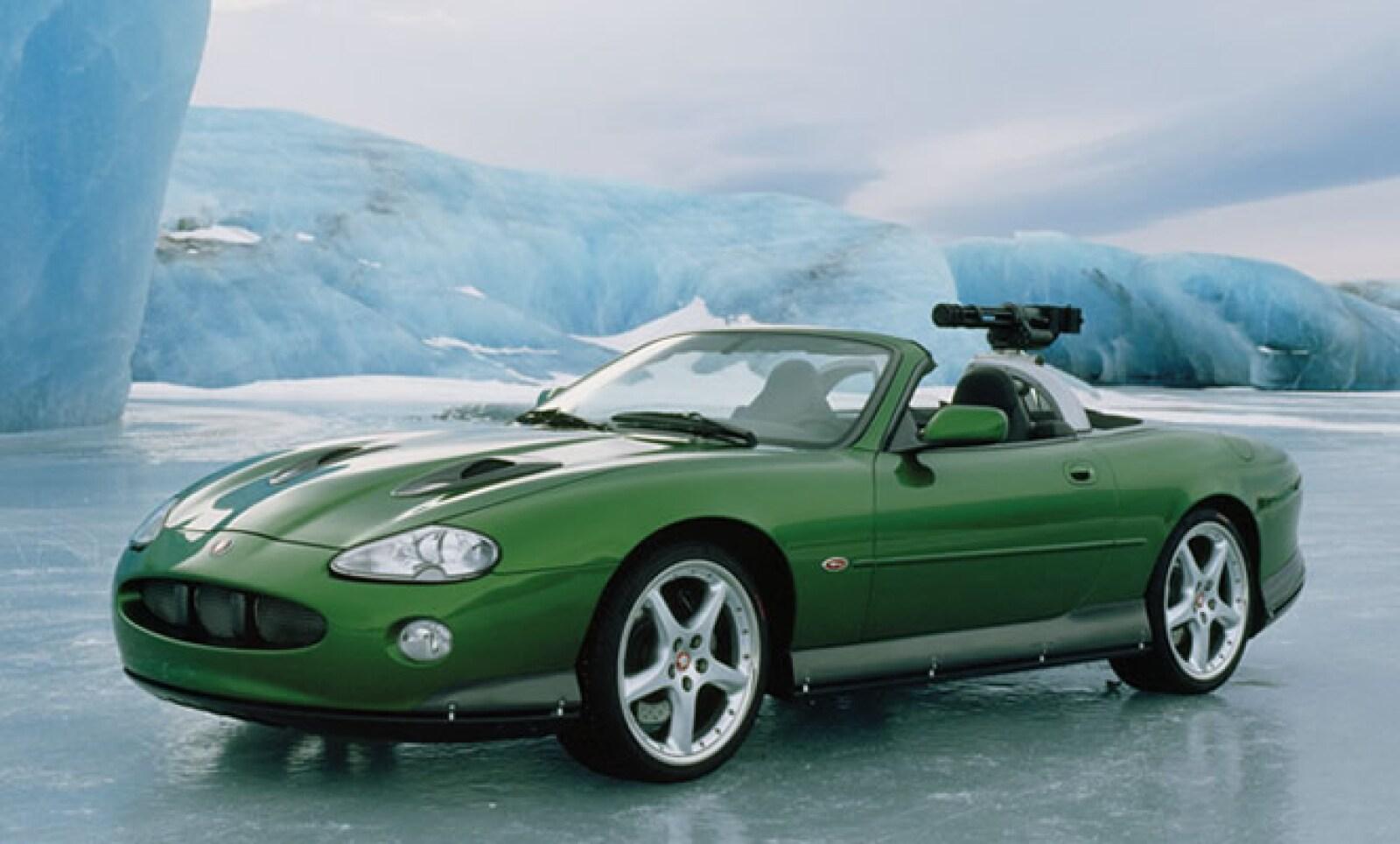 Finalizamos con el único Jaguar que aparece en la exposición del museo del automóvil de Beaulieu, que apareció en la cinta 'Die Another Day'. Tenía sistema de metralletas en la parte trasera, misiles en sus puertas y sistema térmico para ver a los enemigo