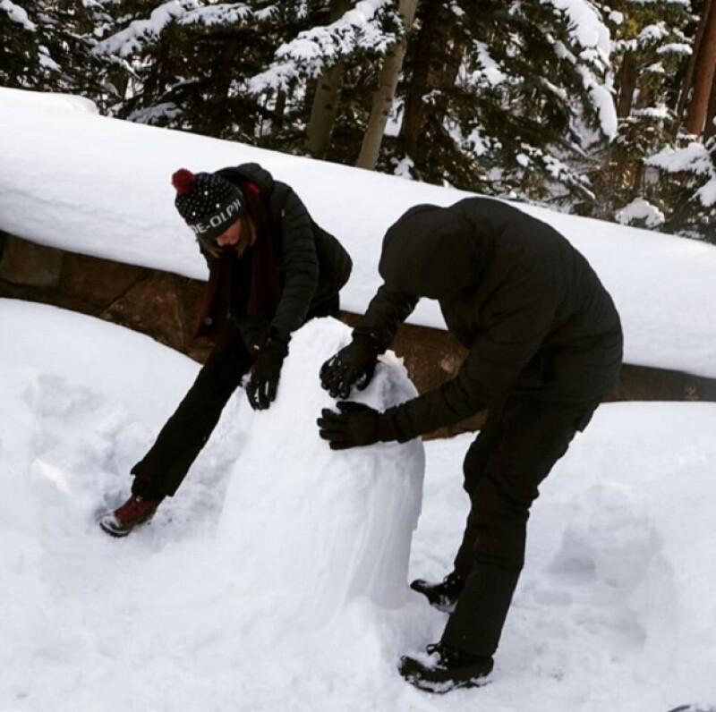 Calvin y Taylor, todos unos habilidosos a la hora de construir muñecos de nieve.