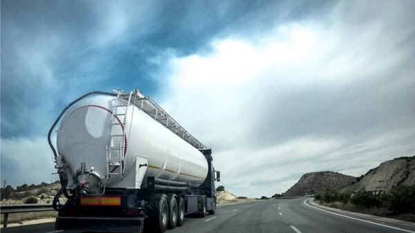 Camión cisterna para petrolíferos