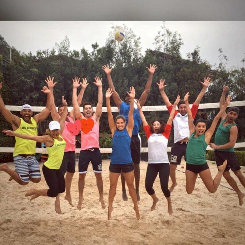 Un día antes, el 13 de febrero, la famosa pareja jugó voleibol playero en pareja con un grupo de amigos.