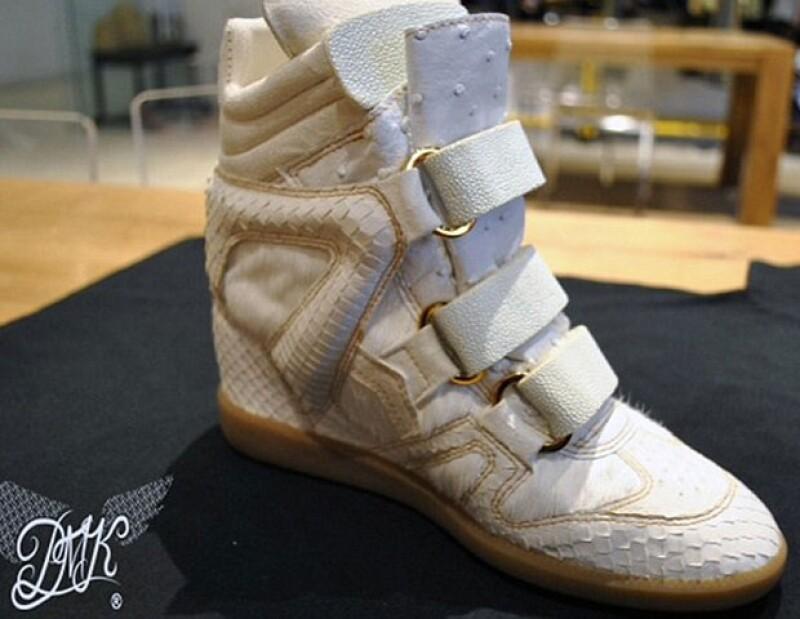 La cantante decidió invertir un poco de sus millones, en un par de zapatos hechos de piel de anaconda, cocodrilo, avestruz y mantarraya.