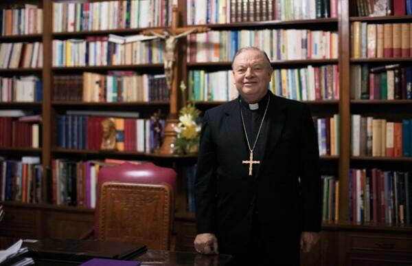 Desde 1994 Sandoval Íñiguez dirigide una de las comunidades religiosas más importantes del mundo con más de seis millones de católicos.
