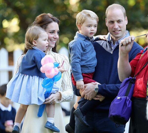 Príncipe George y Charlotte en la fiesta de niños Victoria
