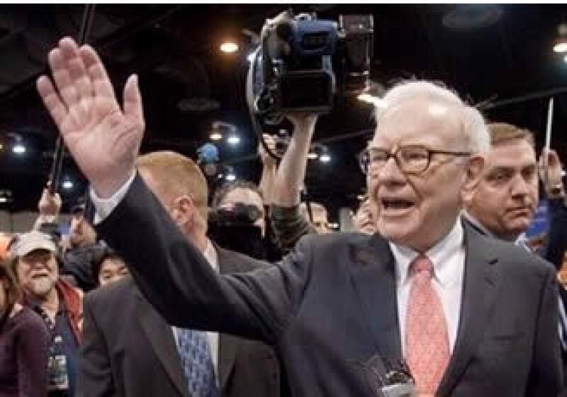 Buffett pagará 26,000 mdd para adquirir completamente a la ferroviaria Burlington Northern. (Foto: AP)