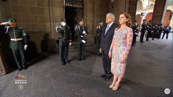 Vestido huichol de Beatriz Gutiérrez Müller 4.jpg