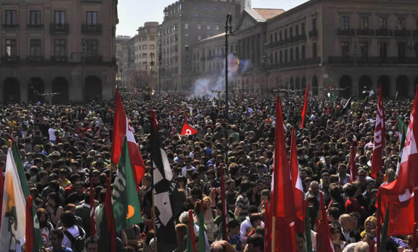 En los primeros minutos de este jueves inició la manifestación de las centrales Unión General de Trabajadores (UGT) y Comisiones Obreras (CCOO).