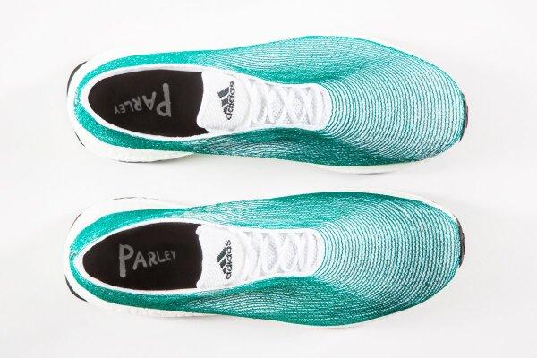 cinta reputación Extremo  Adidas lanza tenis hechos con plástico reciclado del mar