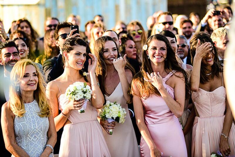 El bride squad estaba formado por Alessandra Ambrosio, Isabeli Fontana y las amigas más cercanas de la modelo.