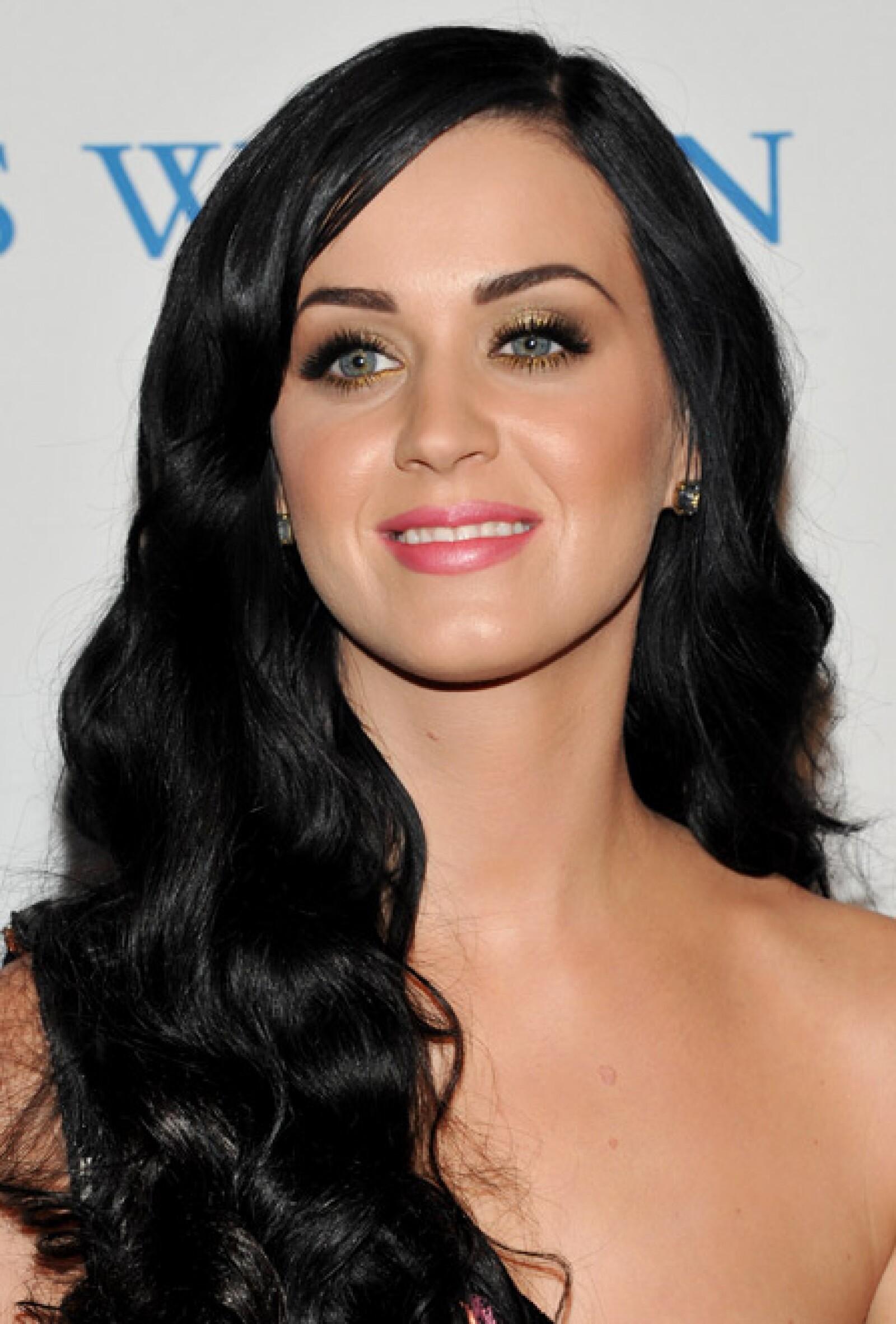 """La canción """"I Kissed a Girl"""" de la cantante Katy Perry, originaria de New Jersey, causó controversia en el mundo."""