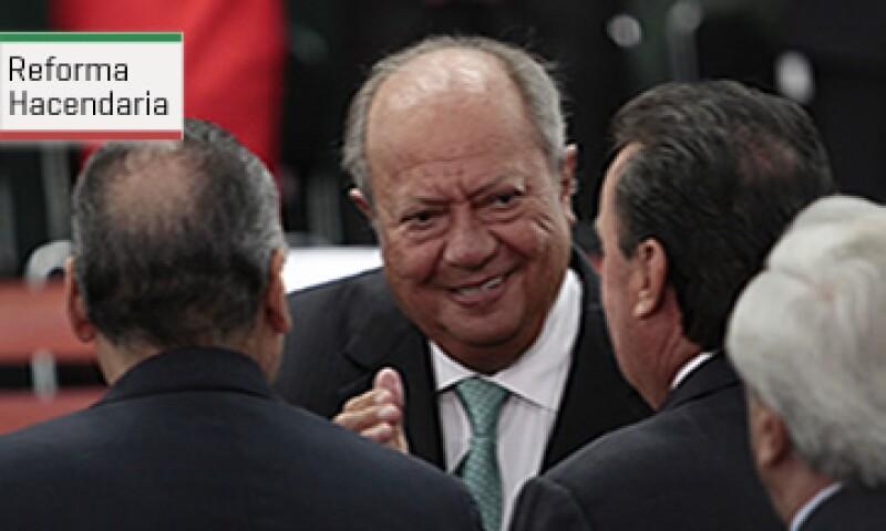 La propuesta podría acotar el poder que tienen líderes sindicales, como Carlos Romero Deschamps en la contratación y pago de empleados en Pemex.(Foto:Cuartoscuro)