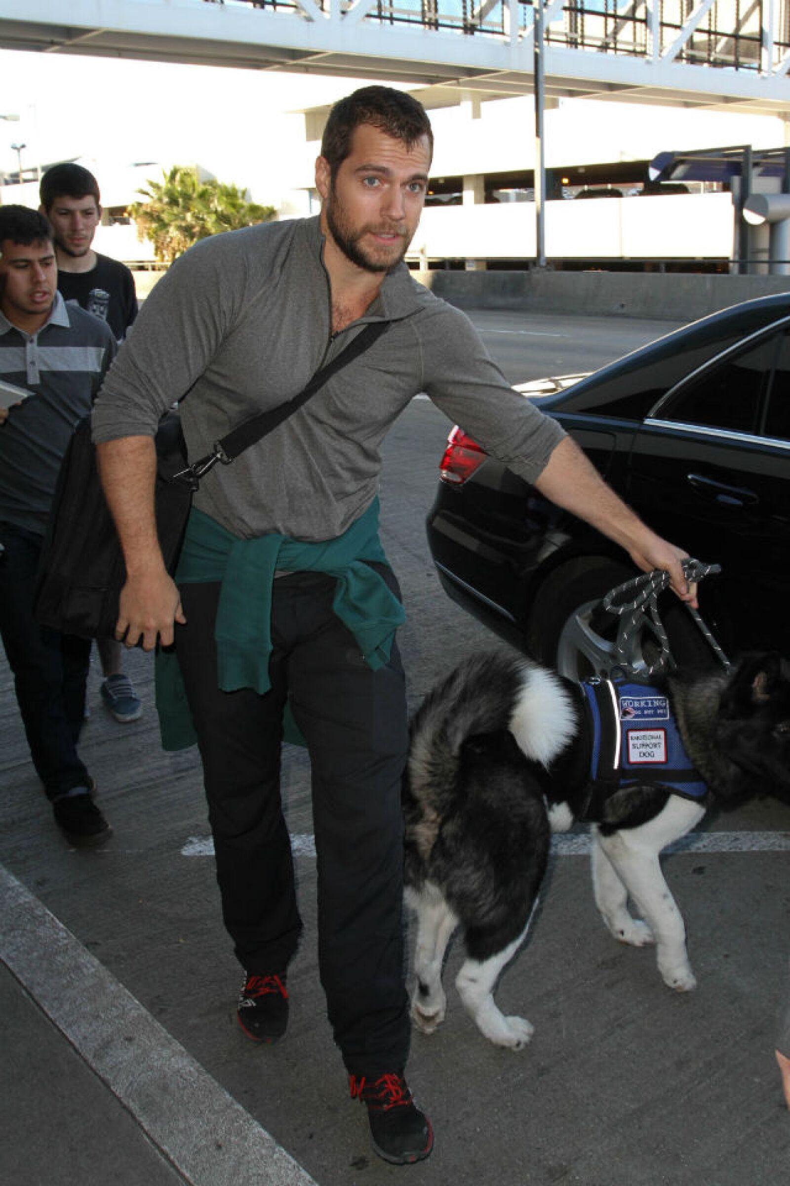 El actor fue captado a principios de 2015 con un perro de ayuda en Los Angeles.