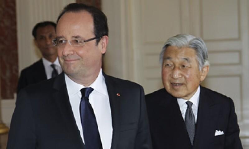 El presidente francés consideró a Japón un socio excepcional. A su lado el emperador Akihito. (Foto: AP)