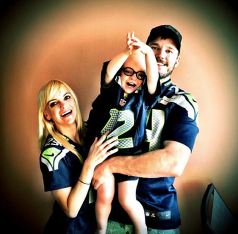 Anna Faris y Chris Pratt van con todo con Seahawks.