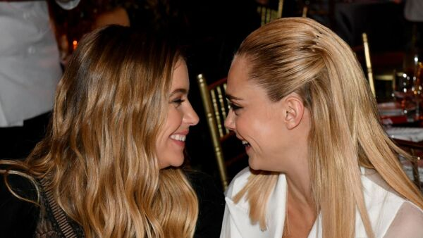 Ashley Benson y Cara Delevingne