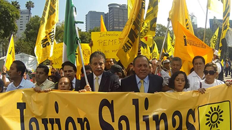 El líder perredista Jesús Zambrano y el ex dirigente Jesús Ortega se sumaron a la marcha contra la reforma energética.