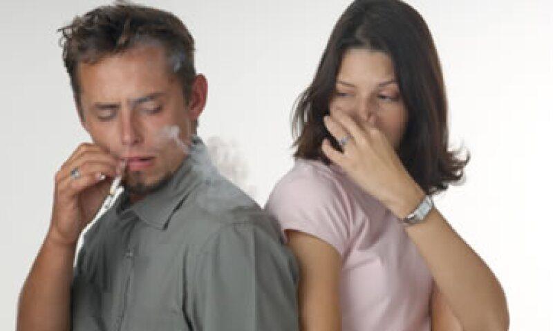Cada año el Gobierno gasta al menos 45,000 mdp para atender padecimientos ligados al consumo de tabaco, dice la Cofemer. (Foto: Thinkstock)