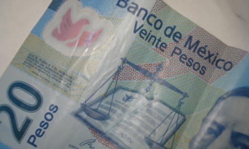 En ventanillas de bancos y casas de cambio, el peso operaba en 11.39 por dólar a la compra y en 11.79 pesos a la venta. (Foto: Karina Hernández)
