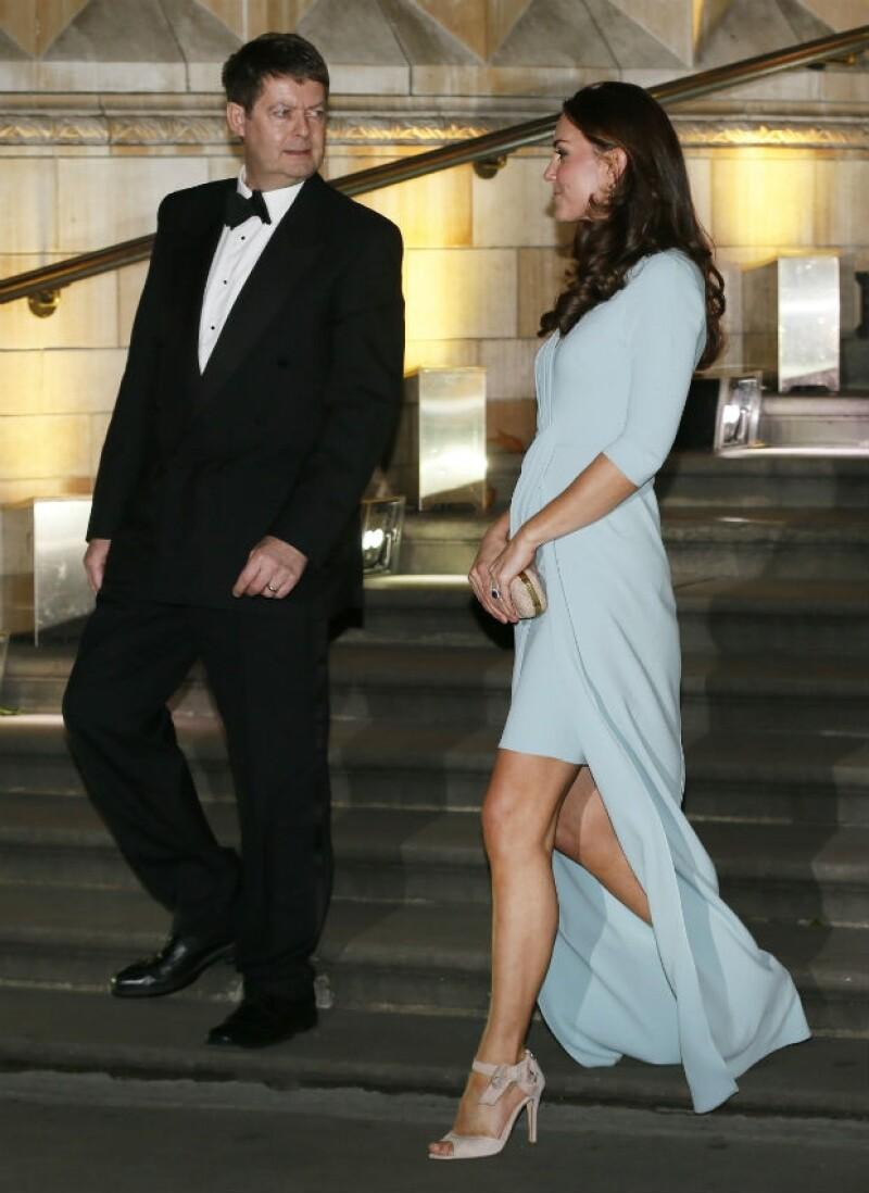 Kate Middleton y Michael Dixon, director del Museo de Historia Natural, anoche en Londres.