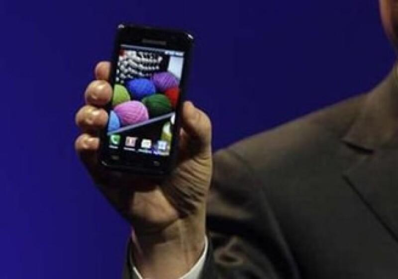 La pantalla del Galaxy S promete un visor 20% más brillante que el de los móviles existentes. (Foto: Reuters)