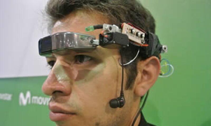 El creador asegura que su diseño no es una copia de las gafas de Google. (Foto: Francisco Rubio)