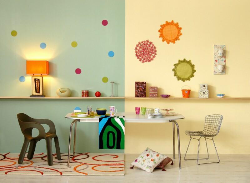 Atrévete a crear una statement wall combinando recuerdos, diseño y color en uno de tus lugares favoritos en la casa, ¡tú eliges donde!