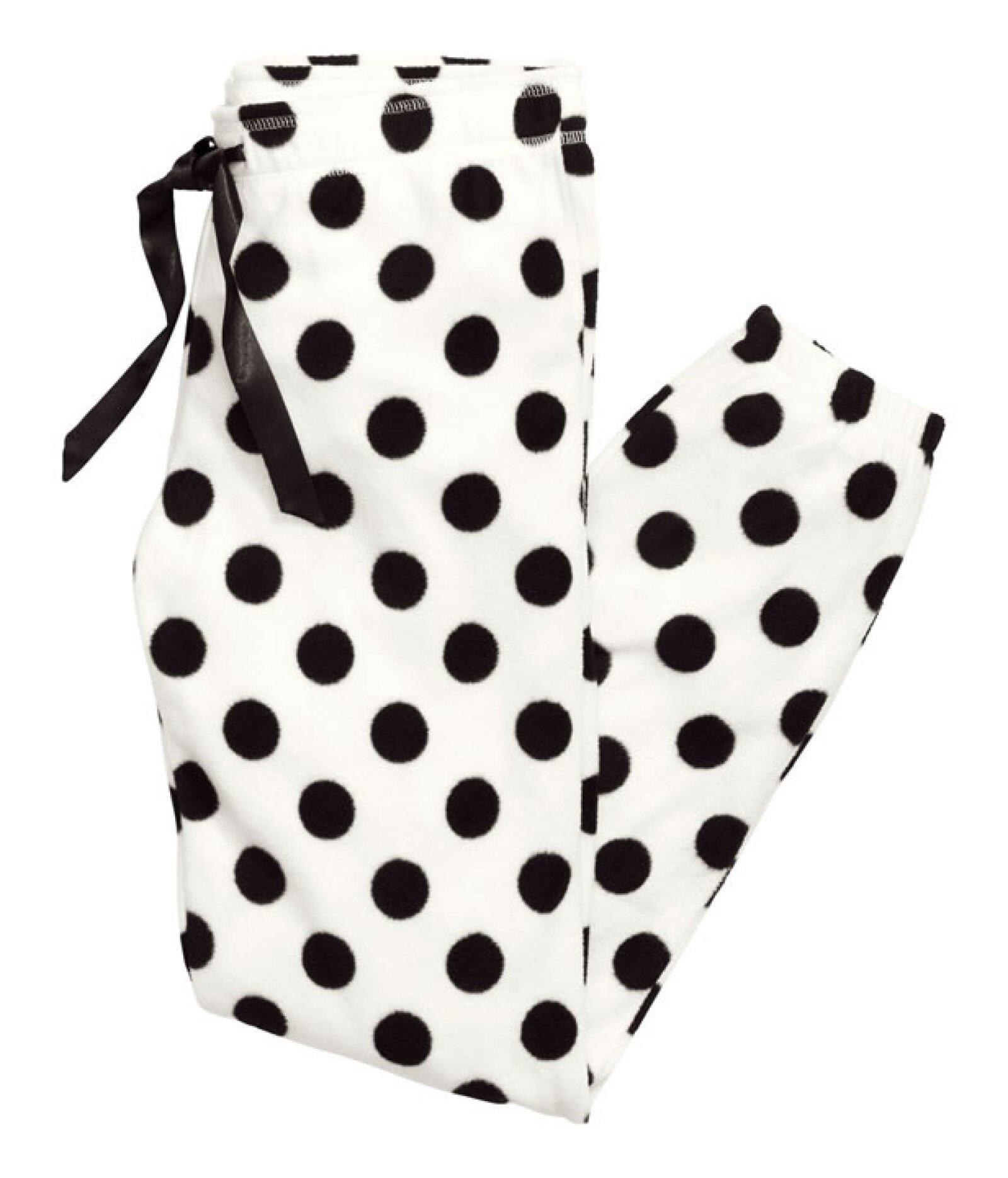 Pantalón Pijama de puntitos en forro polar. 249 pesos en H&M.