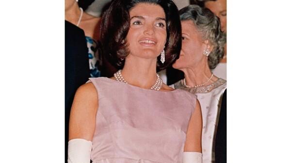 """Antes de """"Jackie O"""" y de la inesperada muerte del presidente Kennedy, existió un romance que fascinó al mundo por su glamour."""