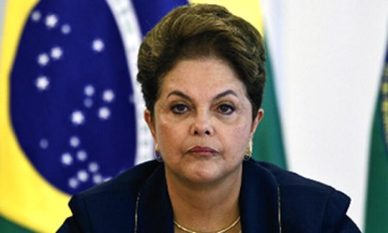 Dilma Rousseff, presidenta de Brasil, dice que el país necesita más electricidad y la mejor manera de obtenerla es embalsando los ríos de la selva amazónica. (Foto: Reuters)