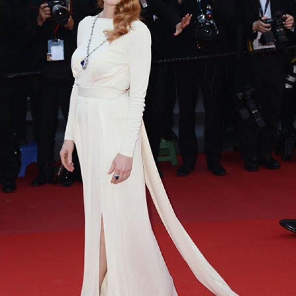 La actriz de `Zero Dark Thirty´ siempre es un hit en la alfombra roja y ésta vez no fue la excepción, con un vestido Versace Collection en la premiere en Cannes de `Cleopatra´.