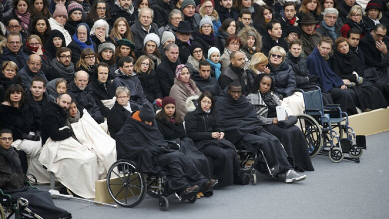Los sobrevivientes y las familias de las víctimas fueron invitados de honor en el evento, donde Hollande resaltó que habrá represalias contra los perpetradores de los ataques.