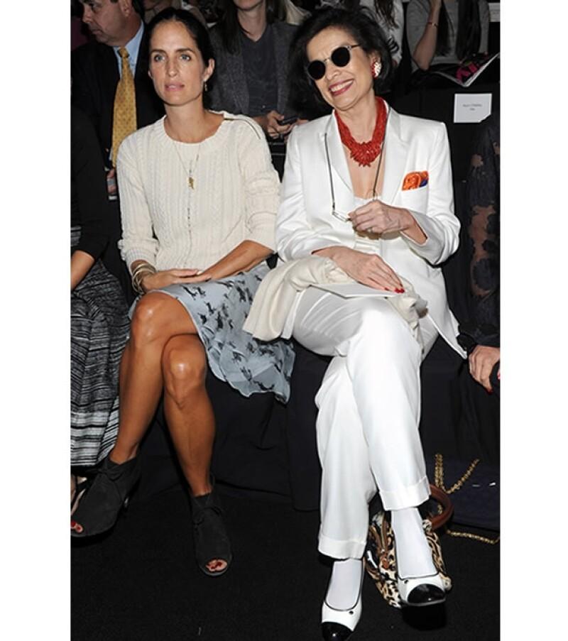 Bianca Jagger presumió un traje sastre blanco muy parecido al que usó el día de su boda.