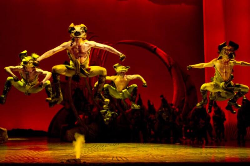 La cámara de Quién tuvo la oportunidad de grabar el número coreográfico de las hienas en el musical del Rey León y nos dejaron boquiabiertos con sus movimientos y sus cuerpos de envidia.
